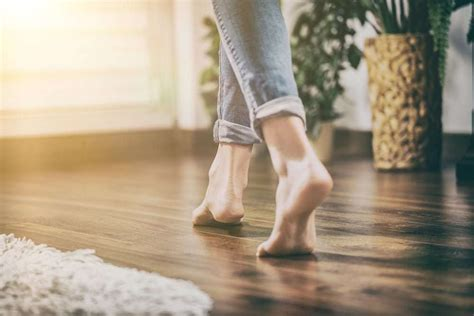 top  reasons  remove  shoes  walking