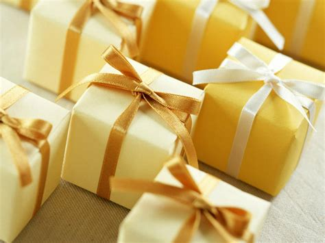 yellow soft christmas gift yellow gift boxes 1400x1050 wallpapers 1400x1050 wallpapers pictures free