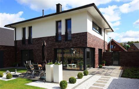 Moderne Häuser Mit Klinker by Fensteranordnung Und Klinker Unten Und Putz Oben