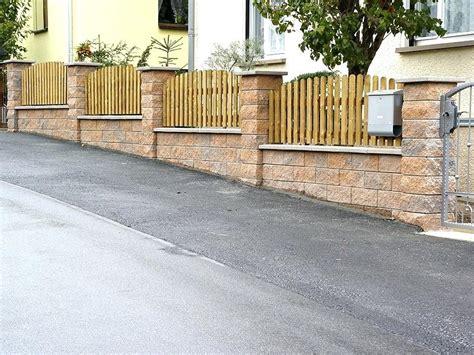 Mauer Mit Zaun by Sichtschutz Aus Gabionen Holzzaun Auf Mauer Befestigen