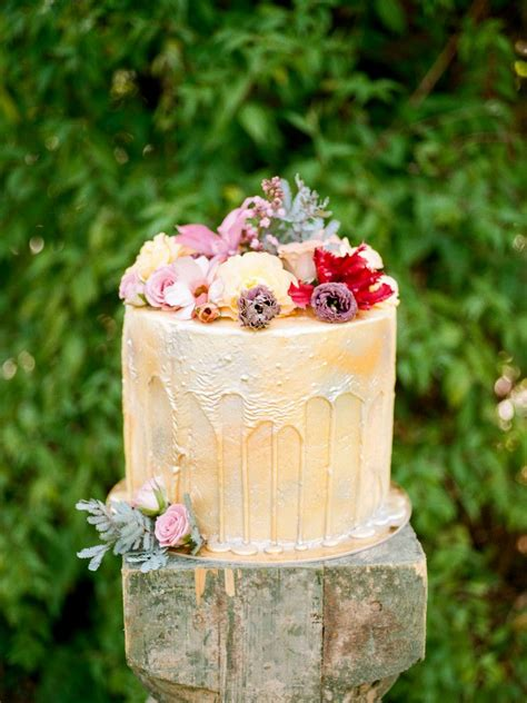 Drip Cakes Are Leading The Wedding Cake Trends, Here's Why