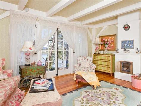 Tour Kirstie Alley?s Maine Home, Decorated with a Feminine