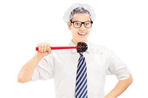 brosse pour les toilettes homme dr 244 le tenant une brosse de toilette environ pour nettoyer ses dents image stock