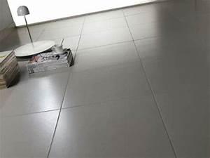 nettoyer un carrelage gris des astuces menage a connaitre With comment nettoyer sol carrelage tres sale