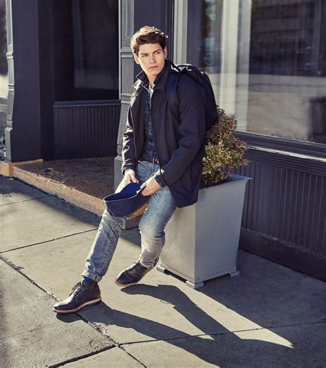 comment porter des timberland homme lookbook homme un city look d 233 contract 233 par timberland