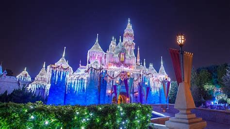 Holiday Decor & Christmas Lighting At  Disneyland Resort