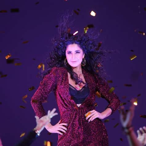 katrina kaif sets  stage  fire   launch  husn