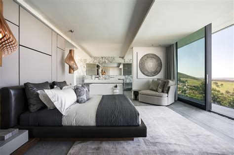Jun 16, 2021 · inside, jenquel's unrestrained vision extends throughout the warmly decorated villa. Concrete And Glass House: Modern City Villa by ARRCC ...
