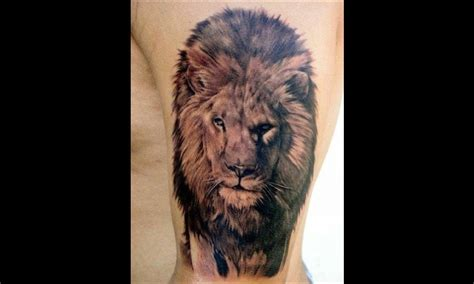 tatouage lion main