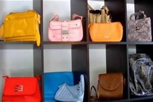 Taschen Platzsparend Aufbewahren : video aufbewahrung von handtaschen so geht 39 s dekorativ ~ Watch28wear.com Haus und Dekorationen
