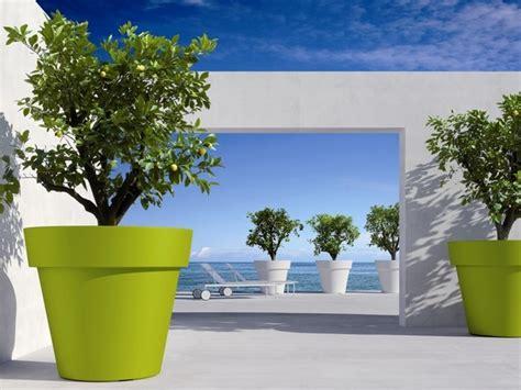 Pot Plastique Jardinage by Pots De Fleurs Bacs Jardini 232 Res Am 233 Nagement