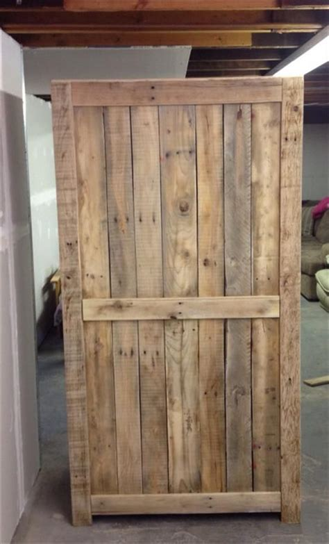 building cabinets out of pallets outstanding from pallet wood cabidoors 600 x 992 65 kb