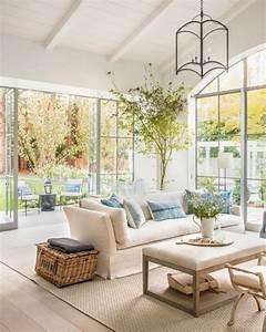 1001 conseils et idees pour amenager un salon blanc et beige With tapis de marche avec canapé blanc cassé