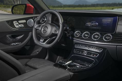 The frontbass sound system provides rich, precise bass throughout the interior of the cabin, giving you better access to crisp music you want to enjoy. 2018 Mercedes-Benz E-Class Coupe Technology and Safety Features