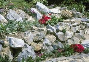 Gartengestaltung Böschung Gestalten : gartenplanung steinmauer als lebensraum ~ Markanthonyermac.com Haus und Dekorationen