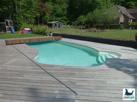 nouvelle couverture formes libres et traditionnelles la piscine est ferm 233 e par le dessus de la
