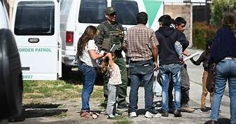 ICE removed 2,500+ migrant families between August and September …