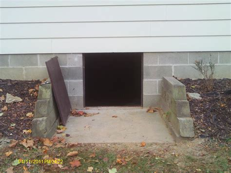 crawl space exhaust fan with humidistat entrance
