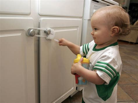 Child Proof Locks For Cabinets by Childproofing 171 Cbs New York