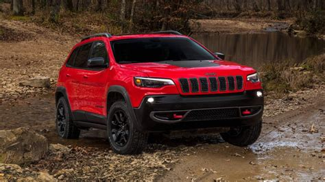 2019 Jeep Cherokee Gets Previewed, Ditches Bugeye Headlights