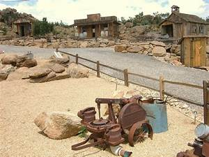 Yarnell, AZ : Ghost town, partially restored, at Big Tom's ...