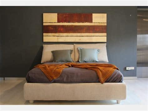 Il letto contenitore è funzionale alla perfetta organizzazione della biancheria da letto e del cambio di stagione. Letto in legno con contenitore Mood di V&nice a prezzo ribassato