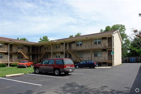 One Bedroom Apartments In Richmond Ky by Americana Apartments Rentals Lexington Ky Apartments Com