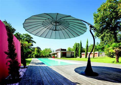 parasol sur pied deporte pourquoi choisir un parasol d 233 port 233 entretenez et embellissez votre jardin avec mr bricolage