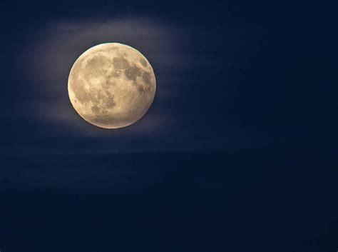 月 が 綺麗 です ね 意味
