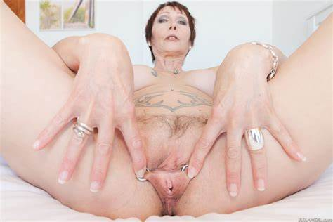 Svelte Woman Showing Her Short Hair Hairy Analed