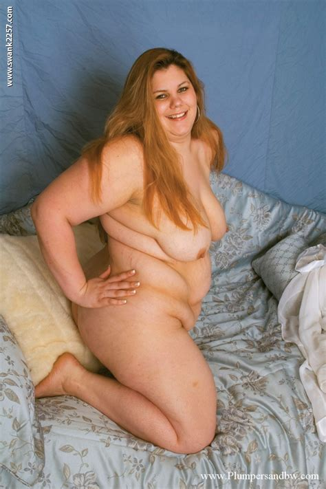 Lusty Plumper With Big Tits Posing Naked And Spreading Her