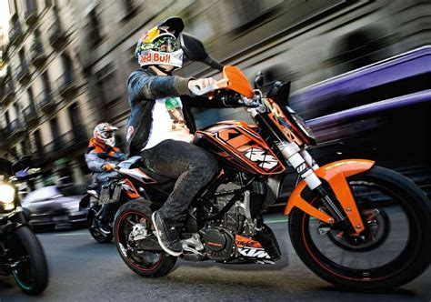 ktm  duke picture  motorcycle review