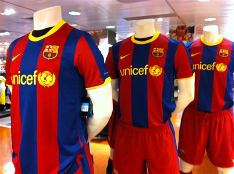 file maillots fc barcelone jpg wikimedia commons