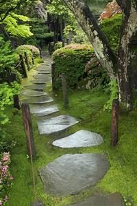 Künstliche Pflanzen Für Den Außenbereich : 111 gartenwege gestalten beispiele 7 tolle materialien ~ Michelbontemps.com Haus und Dekorationen