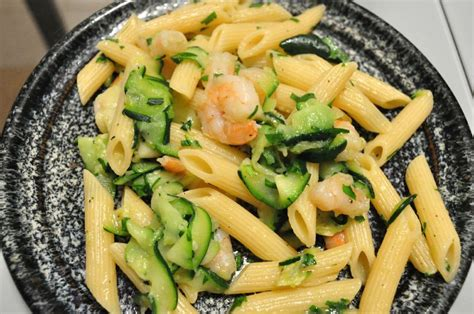 pates aux courgettes et crevettes penne aux crevettes et aux courgettes coupe et cuit