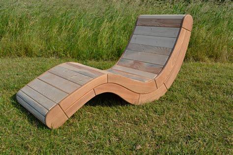 chaise palette chaise longue palette bois wordmark