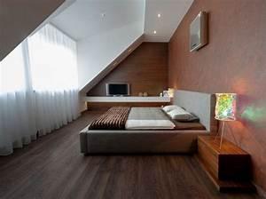 chambre mansardee 30 idees d39amenagement et de deco With parquet flottant chambre adulte