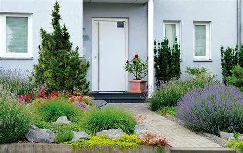 Den Vorgarten Des Hauses Mit Pflanzen Gestalten