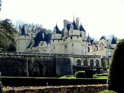 loire valley chateaux castles visit   extensive list