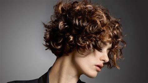 Locken, Frisur Und Frisieren