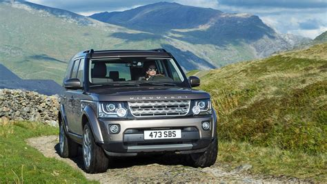 2015 Land Rover Lr4 Gets Improved Connectivity, Steeper Price