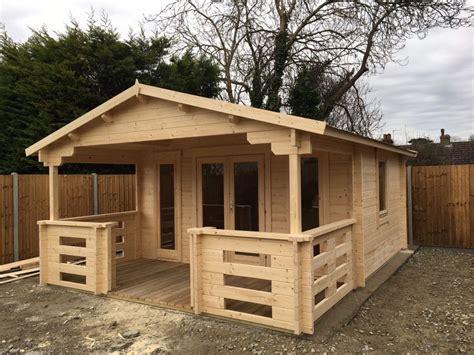 Gartenhaus Aus Holz by Holz Gartenhaus Mit Terrasse Henry 15m 178 44mm 4x6