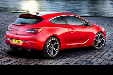 Opel and Vauxhall Reveal Facelifted Astra Family, gets New ...