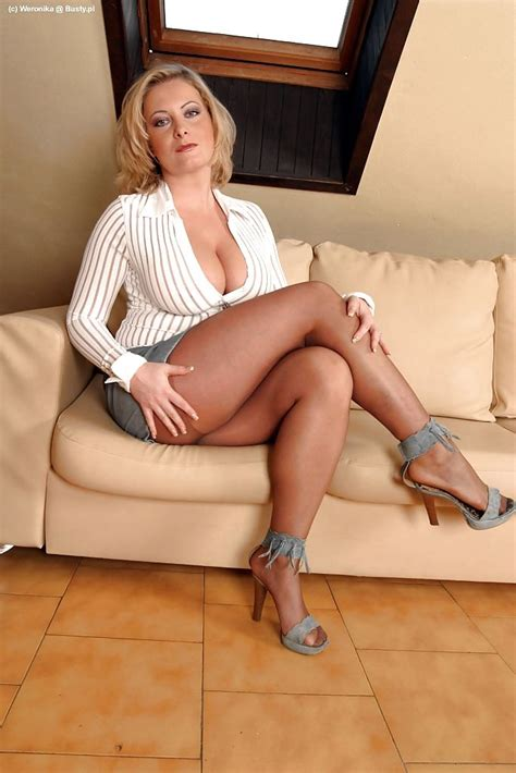 Milf In Coffee Color Pantyhose And Heels Crossed Legs