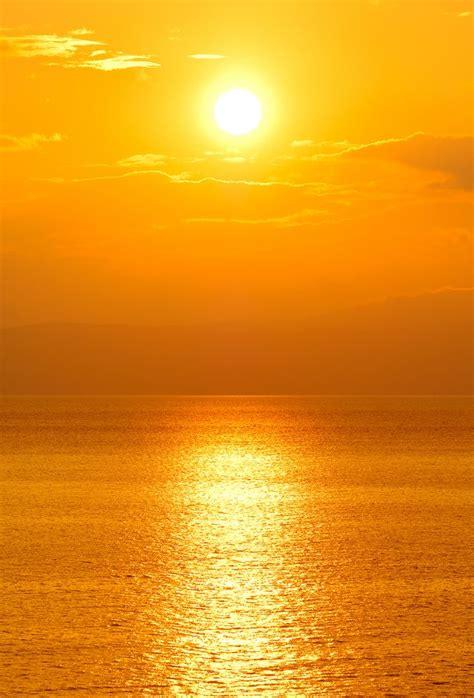Setting-sun-over-ocean-751725.jpg (JPEG Image, 679x1000 ...