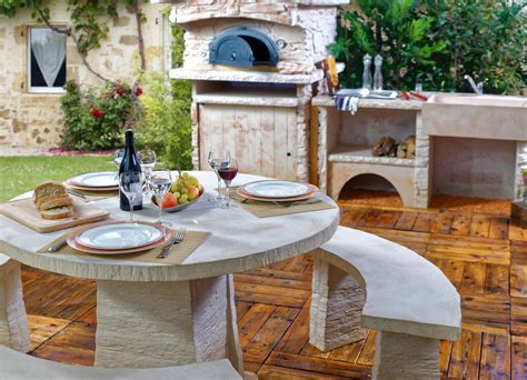 photo cuisine exterieure jardin cuisine d été extérieure avec four à pizza et salon de jardin