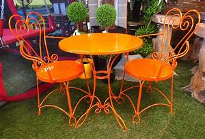 Ensemble Table Chaise Jardin : osez la couleur dans le jardin ~ Mglfilm.com Idées de Décoration