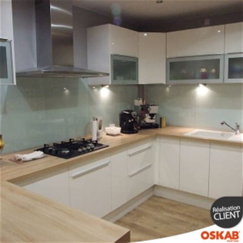 cuisine oskab grande cuisine moderne ouverte en u blanche et bois oskab