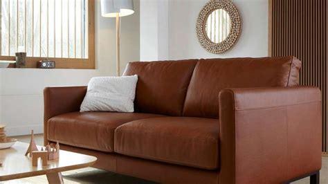 quelles couleurs associer avec un canapé en cuir brun