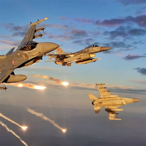 F-16 Dodging 6 Iraqi Sam Launches [video]